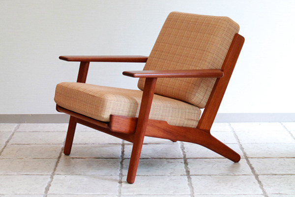 Hans-J.-Wegner-Easy-chair-.jpg