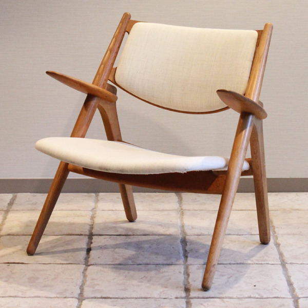 Hans. J. Wegner  Easy chair. CH-28  Carl Hansen & Son-02.jpg