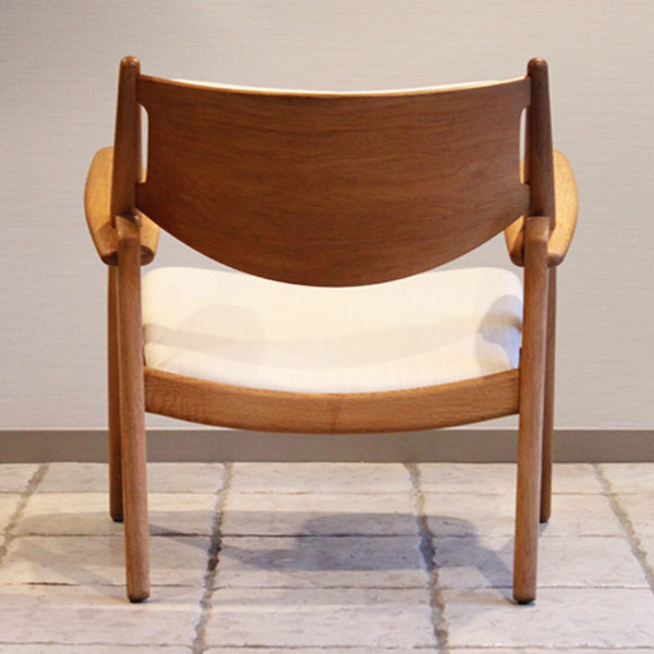 Hans. J. Wegner  Easy chair. CH-28  Carl Hansen & Son-06.jpg