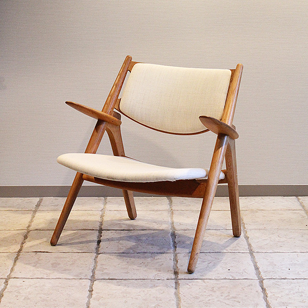 Hans. J. Wegner  Easy chair. CH-28  Carl Hansen & Son (2).jpg