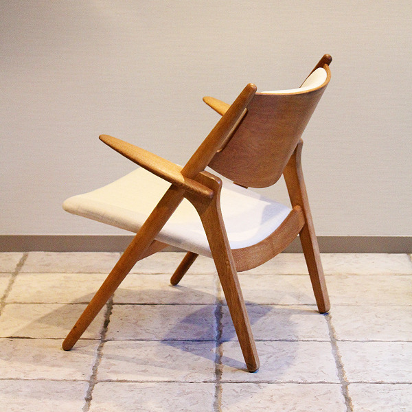 Hans. J. Wegner  Easy chair. CH-28  Carl Hansen & Son (4).jpg