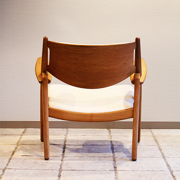 Hans. J. Wegner  Easy chair. CH-28  Carl Hansen & Son (5).jpg