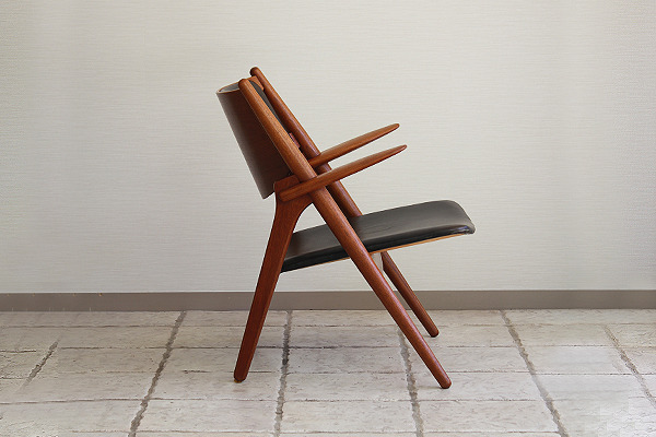 Hans. J. Wegner  Easy chair.CH-28 teak  Carl Hansen & Son (10).jpg