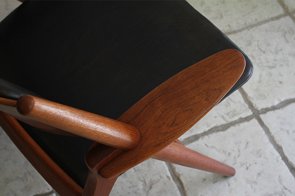 Hans. J. Wegner  Easy chair.CH-28 teak  Carl Hansen & Son (6).jpg