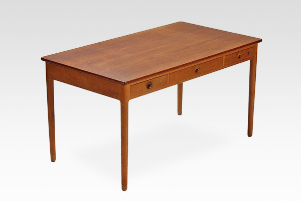 Hans J. Wegner.  Desk. AT-305  Andreas Tuck (1).jpg