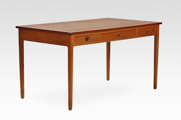 Hans J. Wegner.  Desk. AT-305  Andreas Tuck (3).jpg