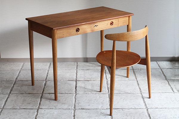 Hans J. Wegner.  Small Desk. RY32  Ry Mobler (9).jpg