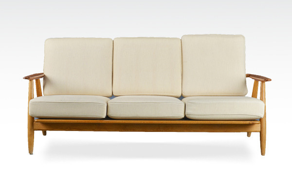 Hans J. Wegner. Sofa. The Cigar, model GE2403-01.jpg