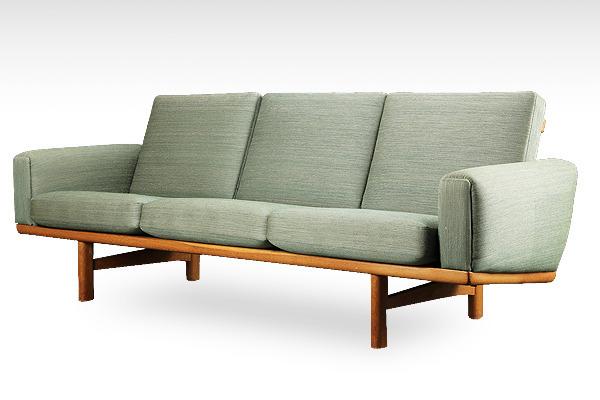 Hans J. Wegner  3 seater sofa. GE236  GETAMA-01.jpg