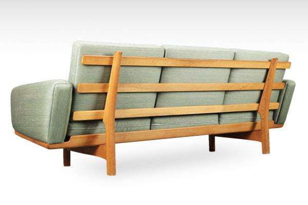 Hans J. Wegner  3 seater sofa. GE236  GETAMA-02.jpg