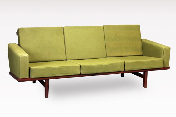 Hans J. Wegner  3 seater sofa. GE236  GETAMA.jpg