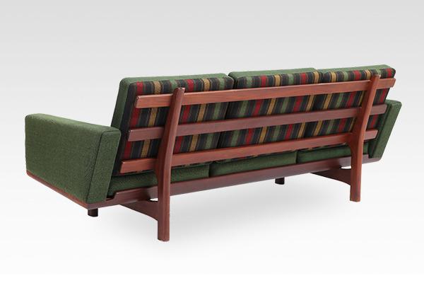 Hans J. Wegner  3 seater sofa. GE236  GETAMA (2).jpg
