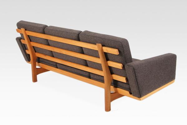 Hans J. Wegner  3 seater sofa. GE236  GETAMA (6).jpg