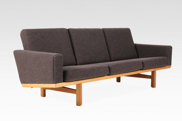Hans J. Wegner  3 seater sofa. GE236  GETAMA (7).jpg