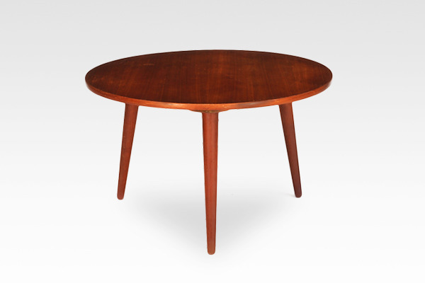Hans J. Wegner  Circular coffee table  Andreas Tuck (3).jpg