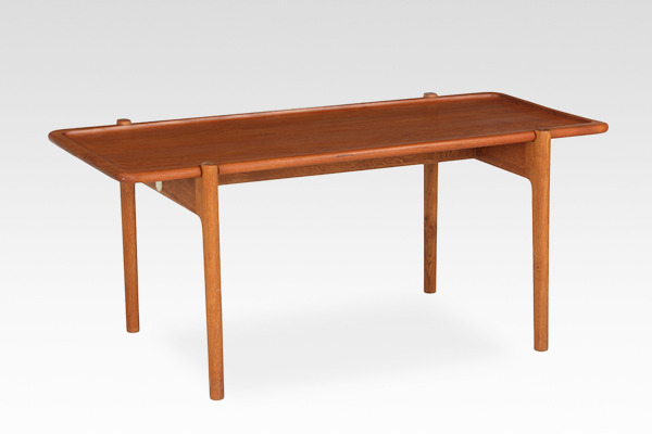 Hans J. Wegner  Coffee table  Johannes Hansen (5).jpg