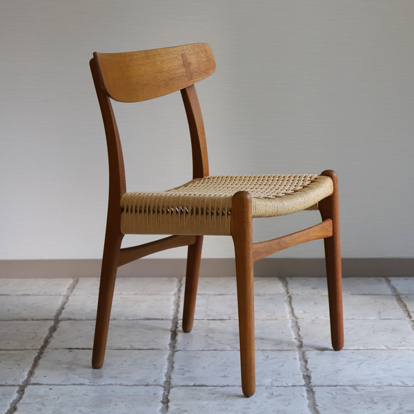 Hans J. Wegner  Dining chair. CH-23  Carl Hansen & Son-01 (4).jpg