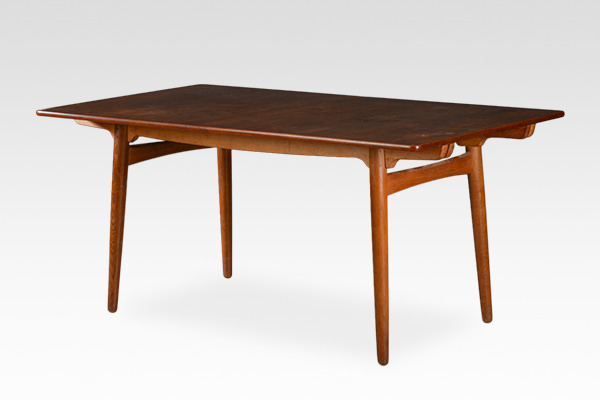 Hans J. Wegner  Dining table. AT-310  Andreas Tuck_0726.jpg