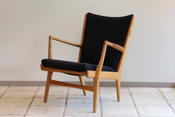 Hans J. Wegner  Easy chair. AP16 Oak  AP Stolen (1).jpg