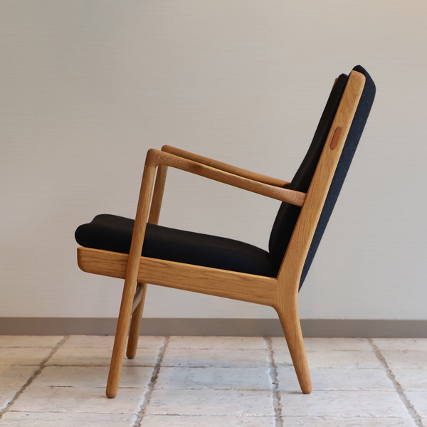 Hans J. Wegner  Easy chair. AP16 Oak  AP Stolen (3).jpg