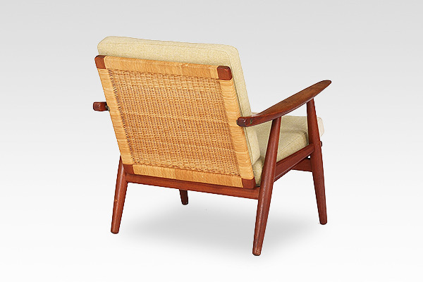 Hans J. Wegner  Easy chair. GE270  GETAMA (1).jpg