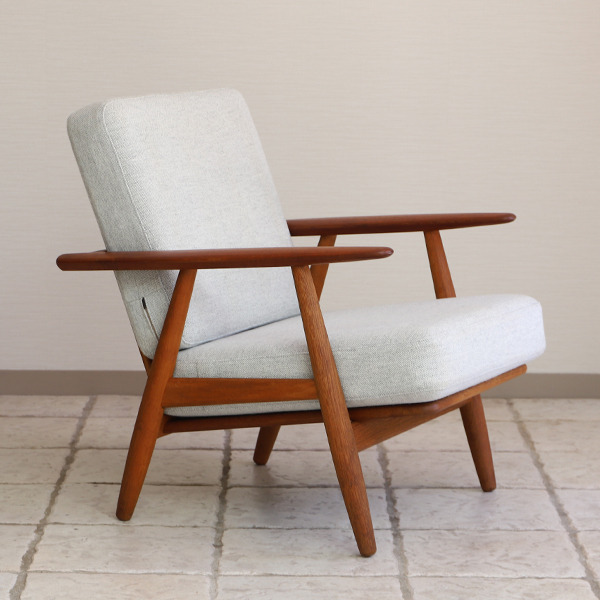 Hans J. Wegner  Easy chair GE-240  GETAMA-02 (9).jpg