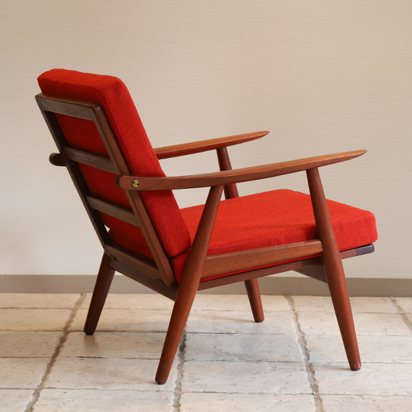 Hans J. Wegner  Easy chair GE-270  GETAMA (2).jpg