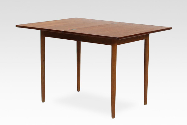 Hans J. Wegner  Game Table .AT306  Andreas Tuck (2).jpg
