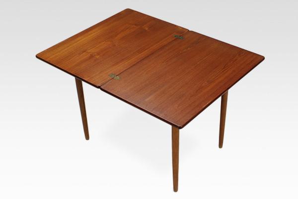 Hans J. Wegner  Game Table .AT306  Andreas Tuck (3).jpg