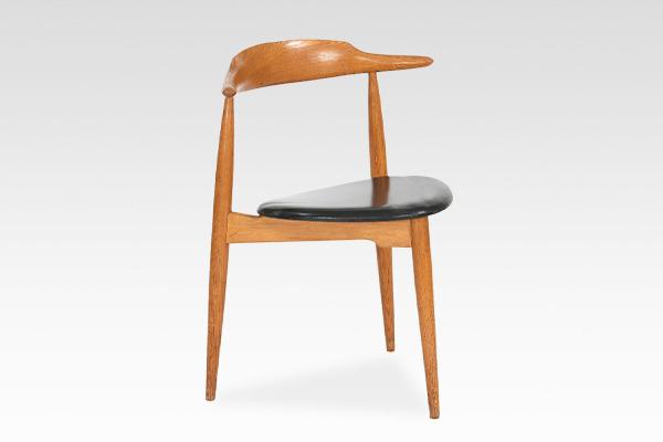 Hans J. Wegner  Heart chair. FH 4104  Fritz Hansen (1).jpg