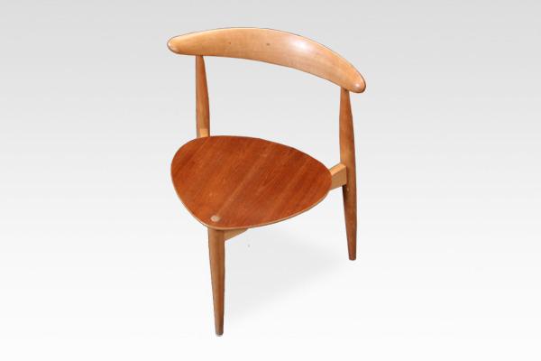 Hans J. Wegner  Heart chairs. FH-4103  Fritz Hansen (2).jpg