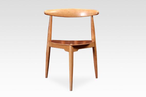 Hans J. Wegner  Heart chairs. FH-4103  Fritz Hansen (7).jpg