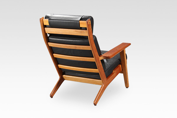 Hans J. Wegner  High back easy chair. GE-290A  GETAMA (1).jpg