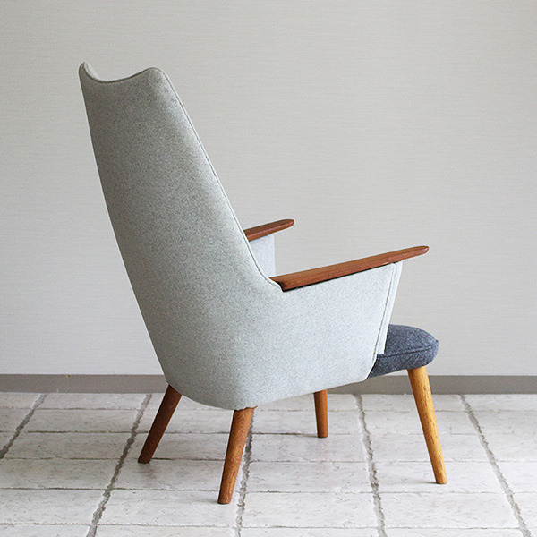 Hans J. Wegner  Mama bear chair. AP-27  AP Stolen (10).jpg