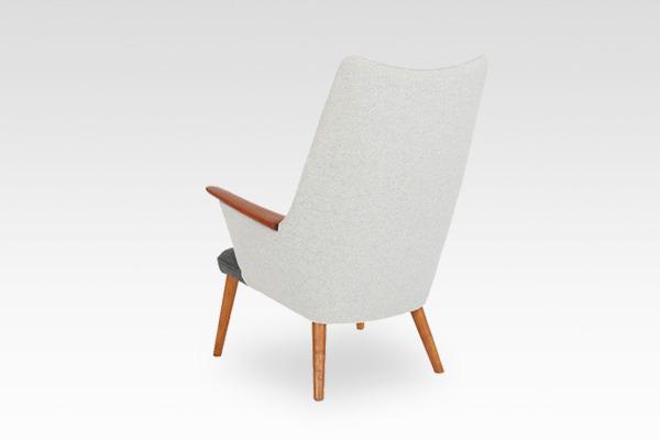 Hans J. Wegner  Mama bear chair. AP-27  AP Stolen (4).jpg