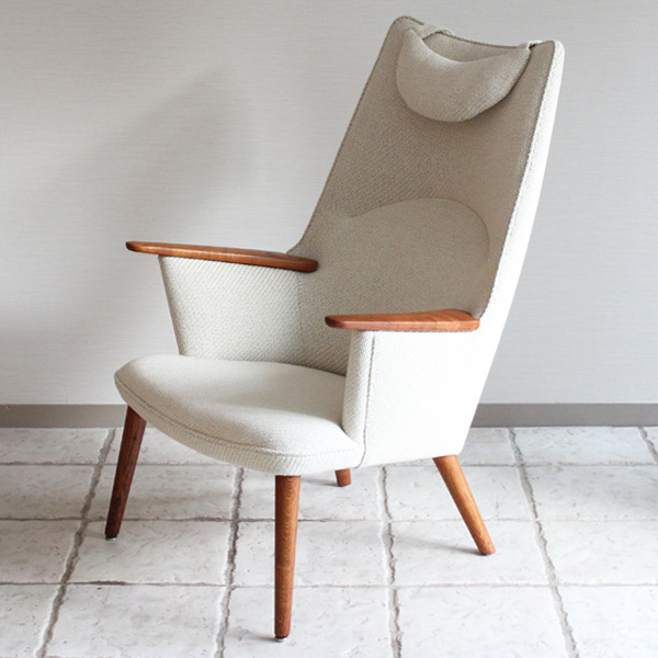Hans J. Wegner  Mama bear chair. AP-27 teak  AP Stolen-03.jpg