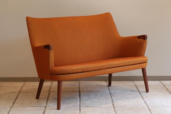 Hans J. Wegner  Mini bear sofa. AP-315  AP Stolen  (1).jpg
