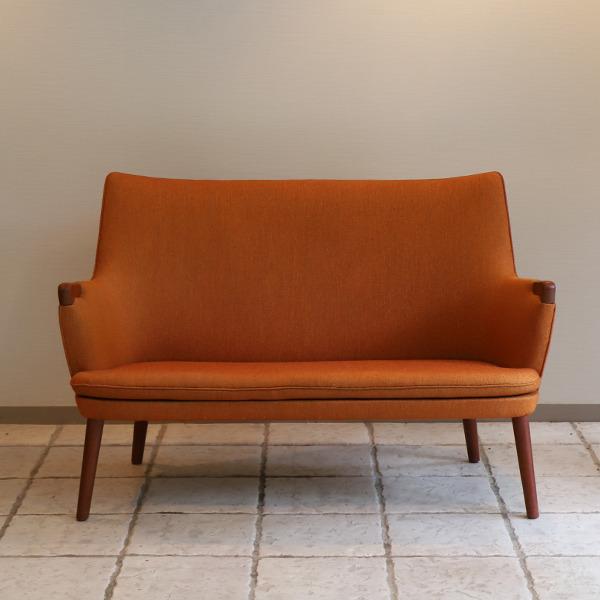 Hans J. Wegner  Mini bear sofa. AP-315  AP Stolen  (2).jpg