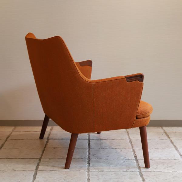 Hans J. Wegner  Mini bear sofa. AP-315  AP Stolen  (3).jpg