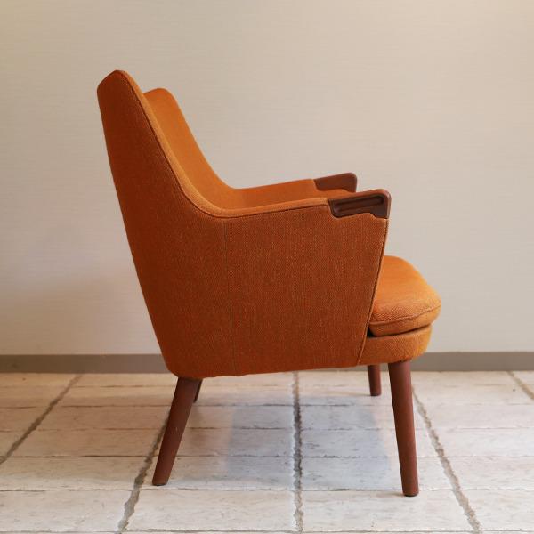 Hans J. Wegner  Mini bear sofa. AP-315  AP Stolen  (4).jpg