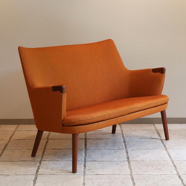 Hans J. Wegner  Mini bear sofa. AP-315  AP Stolen  (5).jpg