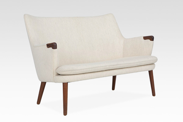 Hans J. Wegner  Mini bear sofa  AP Stolen  (1).jpg