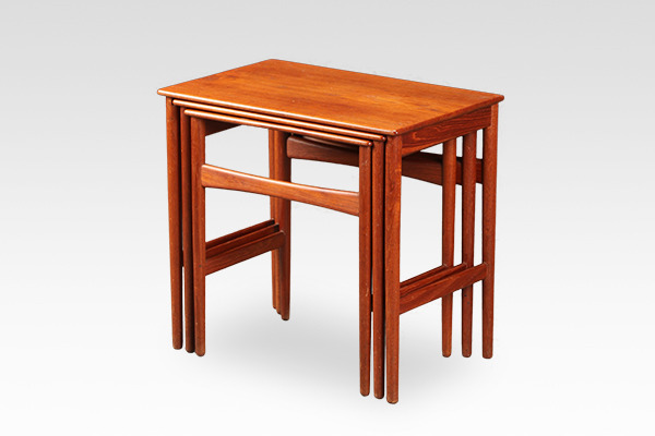 Hans J. Wegner  Nesting Tables. AT-40  Andreas Tuck (1).jpg
