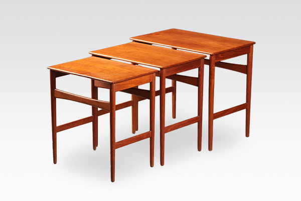 Hans J. Wegner  Nesting Tables. AT-40  Andreas Tuck (4).jpg