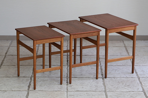 Hans J. Wegner  Nesting Tables. AT-40 Andreas Tuck (13).jpg