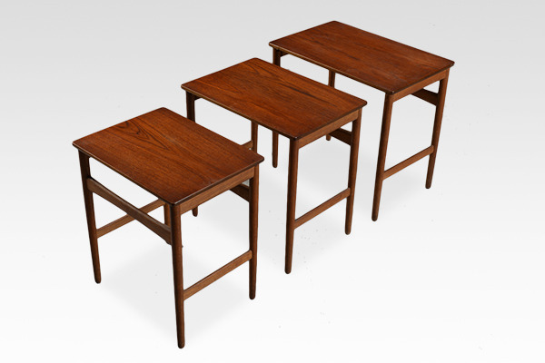 Hans J. Wegner  Nesting Tables. AT-40 Andreas Tuck (2).jpg