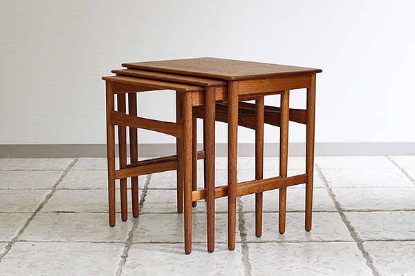 Hans J. Wegner  Nesting Tables. AT-40 Oak  Andreas Tuck (2).jpg