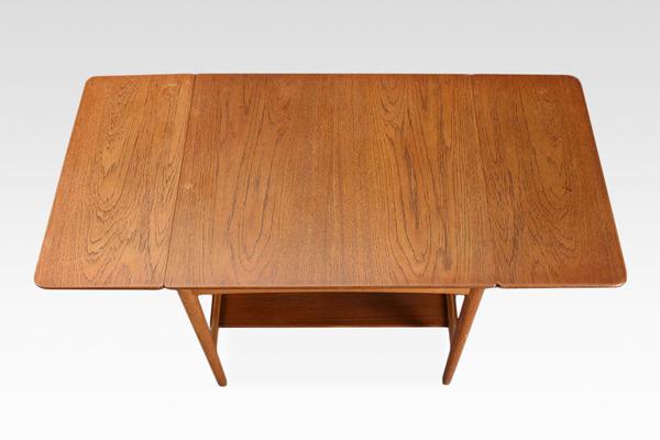 Hans J. Wegner  Nesting Tables. AT32  Andreas Tuck (2).jpg