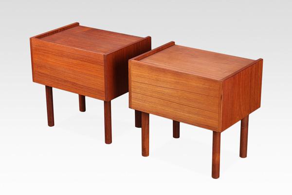 Hans J. Wegner  Night table .RY430  RY Mobler (2).jpg