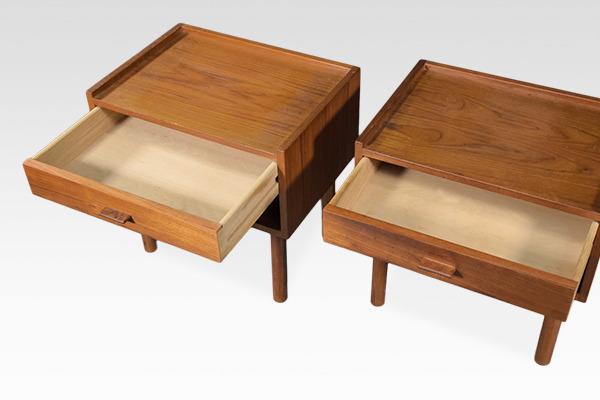 Hans J. Wegner  Night table .RY430  RY Mobler (3).jpg